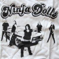 Ninja Dolls – Logo/Group (T-Shirt)