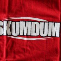 Skumdum – Logo (T-S)